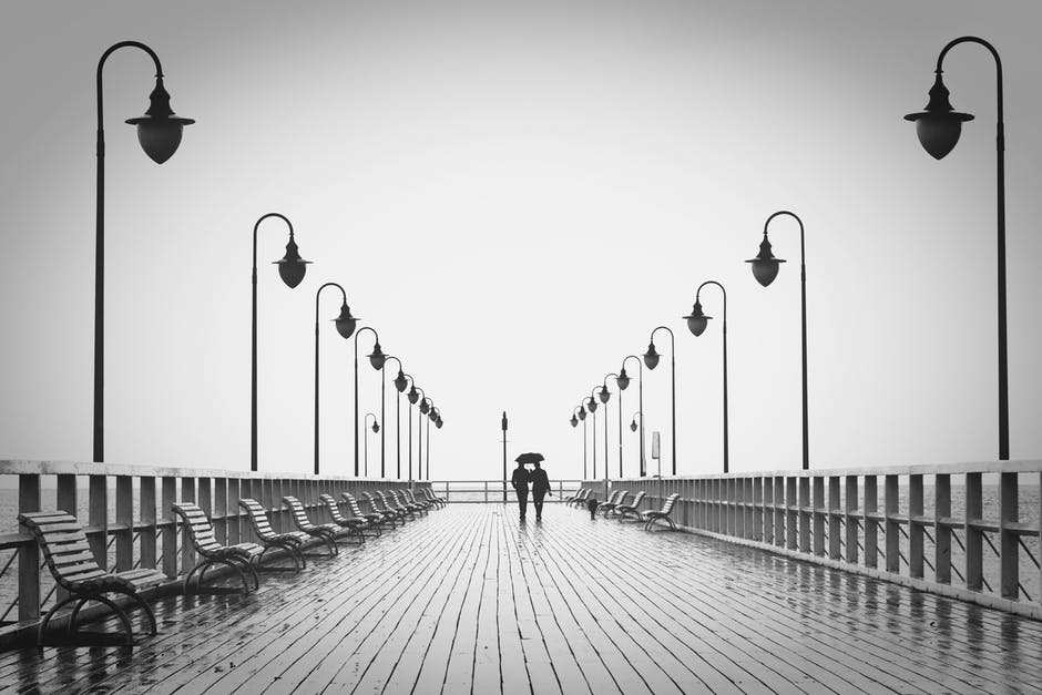 BW-couple-pier